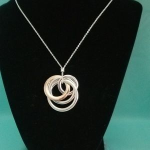 Interlocking circle pendant necklace